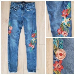 Zara embroidered flower skinny jeans blue size 4